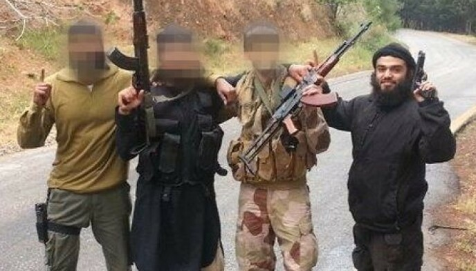 NORSKE TERRORISTER: På bildet poserer flere norske IS-krigere, til høyre den dømte kvinnens ektemann Bastian Vasquez. Foto: Politiet / NTB