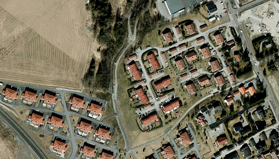 2020: Slik så byggefeltene Ingelstun og Viervangen ut i 2020, noen måneder før skredet i romjula. Ravinen og gangveien som omtales i denne artikkelen går mellom de to byggefeltene. Foto: 1881s karttjeneste