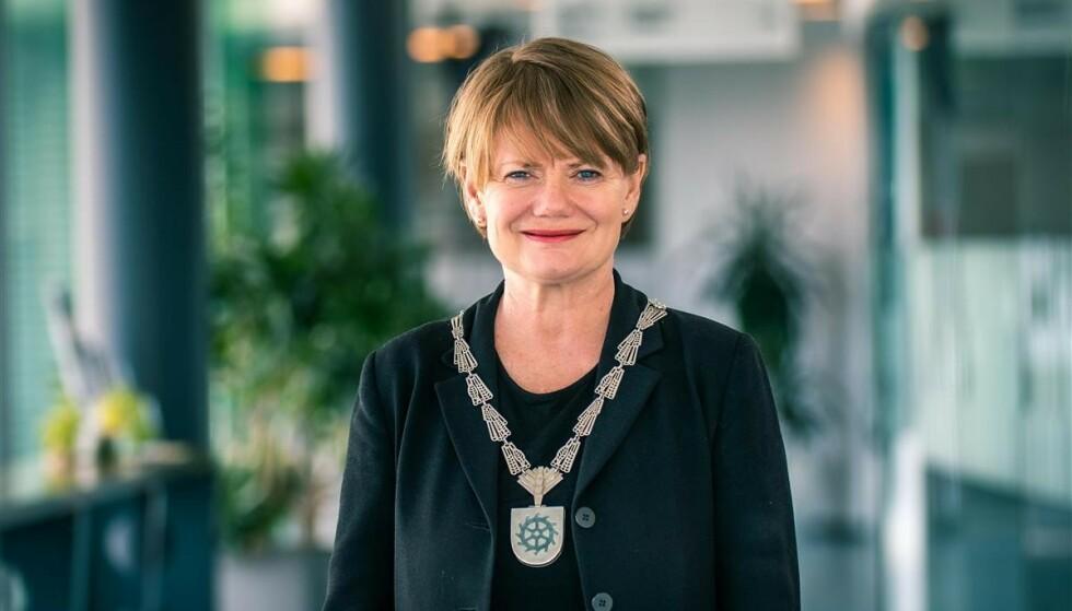 ADVARSEL: Ordfører Ragnhild Bergheim (Ap) er bekymret over andelen positive coronaprøver i Lørenskog som har ukjent smittekilde. Foto: Lørenskog kommune