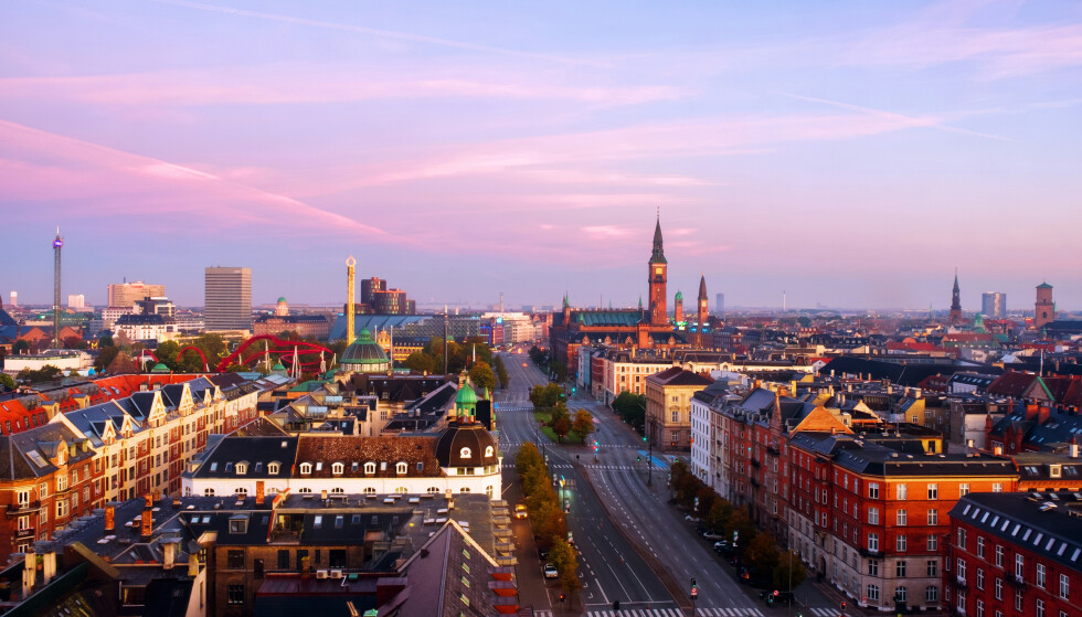 GJENÅPNES: Danskene kan glede seg over at en rekke restriksjoner fjernes torsdag. Foto: Shutterstock / NTB