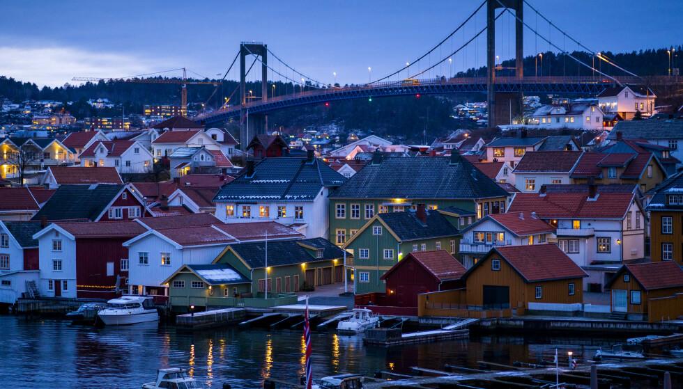 70 SMITTEDE: Det siste døgnet er det registrert 70 nye smittetilfeller i Telemark - det høyeste så langt i pandemien. Her fra Brevik i Porsgrunn kommune. Foto: Cornelius Poppe / NTB