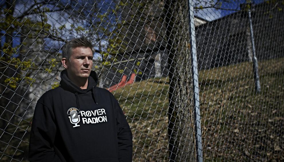 PÅ UTSIDEN: Simen (36) foran Oslo fengsel på Tøyen, der han fikk mye tid til å tenke over hvem han ønsket å være. Foto: Geir Dokken