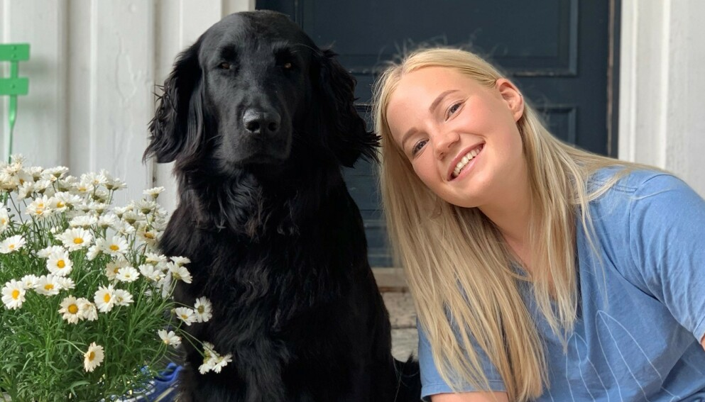 TO GODE VENNER: - Luna er min beste venn og vi gjør alt sammen, sier Serine Evense Høystad om den savnede hunden. Foto: Privat