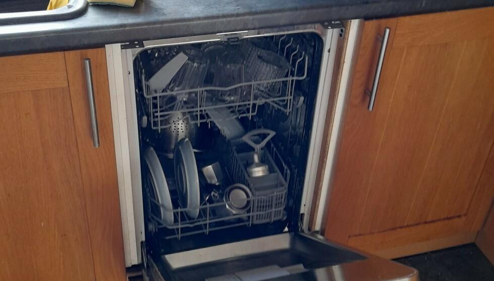 TADAAA: Det falske skapet var ikke noe skap. det var en oppvaskmaskin. Foto: Tom Hale