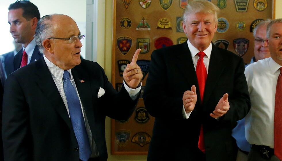FORSVARER: Rudy Giuliani vil ha økonomisk støtte fra USAs forrigepresident, Donald Trump, ifølge New York Times. Foto: REUTERS/Carlo Allegri/File Photo