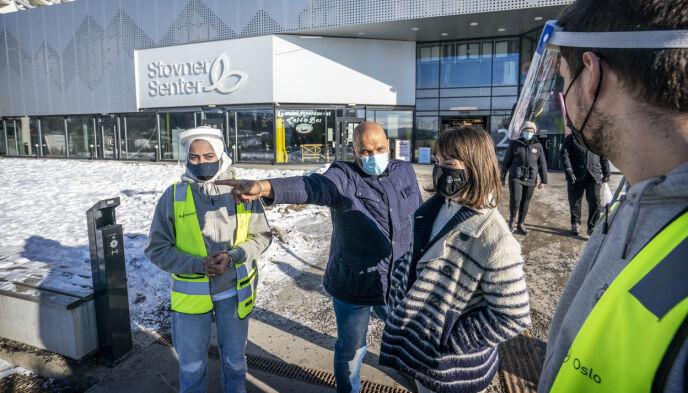 OSLO: Leder Rashid Nawas for Stovner bydelsutvalg og arbeids- og integreringsbyråd Rina Mariann Hansen. Foto. Hans Arne Vedlog / Dagbladet