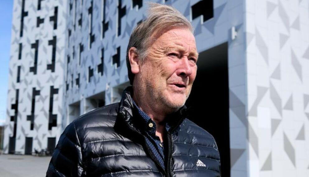 ENDELIG SERIESTART: Rosenborg-trener Åge Hareide haster ut fra Scandic Lerkendal etter en samtale med Dagbladet. Foto: Ole Martin Wold