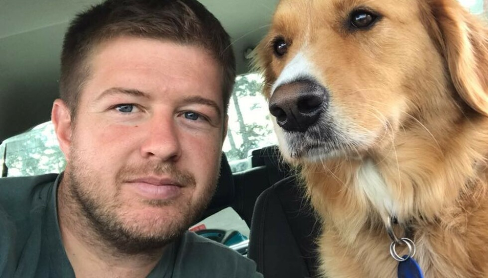 DUO: Geoff Upson drar ofte ut på «kunstoppdrag» sammen med hunden sin. Foto: Geoff Upson/ Facebook