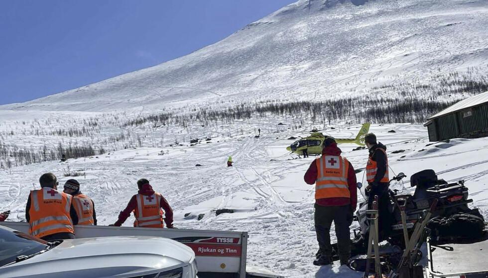 AKSJON: Hjelpemannskaper i aksjon ved Gaustatoppen der det gikk et større skred lørdag ettermiddag. Foto: Telemark Røde Kors Hjelpekorps / NTB