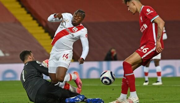 FRISK: Michael Obafemi plaget Liverpool ved flere anledninger i andre omgang. Foto: Paul ELLIS / POOL / AFP
