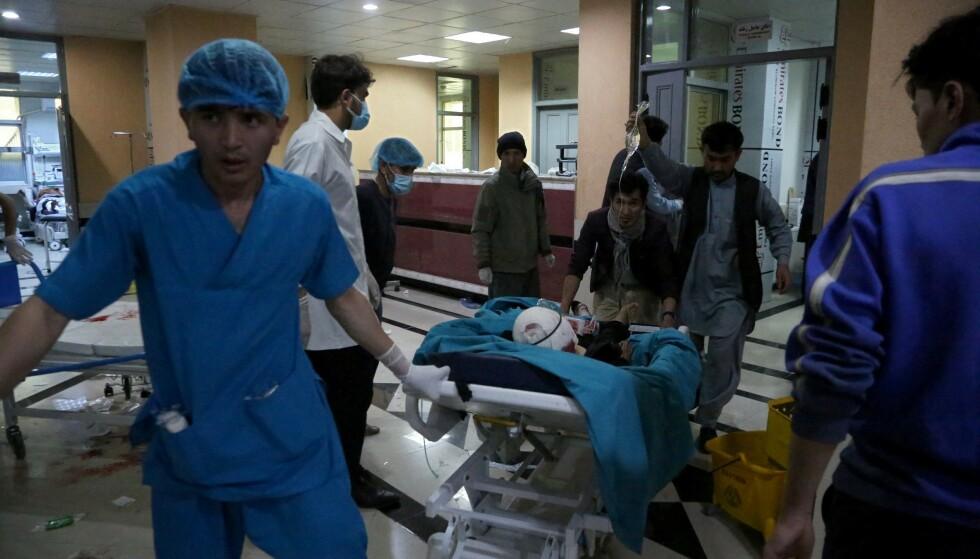 HELSEHJELP: Afghanistan har bygget opp et helsevesen de siste tjue årene. Uten vilje til samarbeid fra internasjonale aktører står det nå i ferd med å bryte helt sammen. Foto: ZAKERIA HASHIMI / AFP / NTB