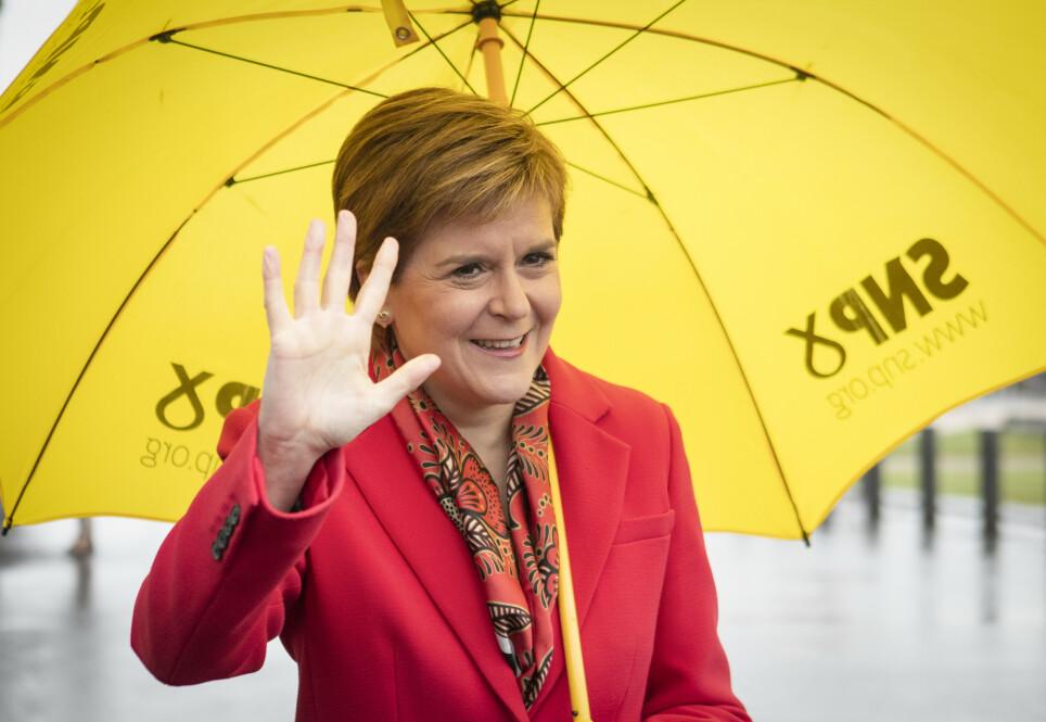 OVERLEGEN: Førsteminister Nicola Sturgeon og hennes Skotsk Nasjonalistparti (SNP) vant en historisk valgseier for fjerde gang på rad. Foto: Jane Barlow / PA / NTB