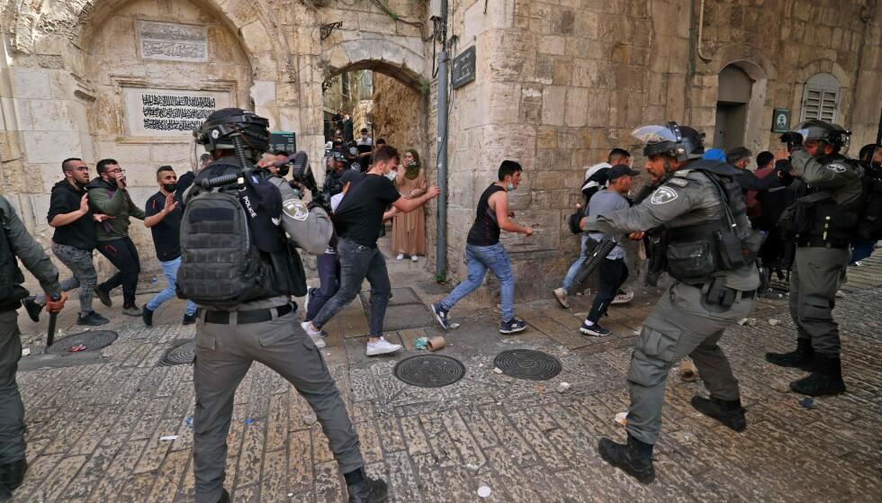 Conflitto: i manifestanti palestinesi stanno già combattendo con la polizia ribelle israeliana nella Città Vecchia di Gerusalemme.  Foto: AFP / NTB