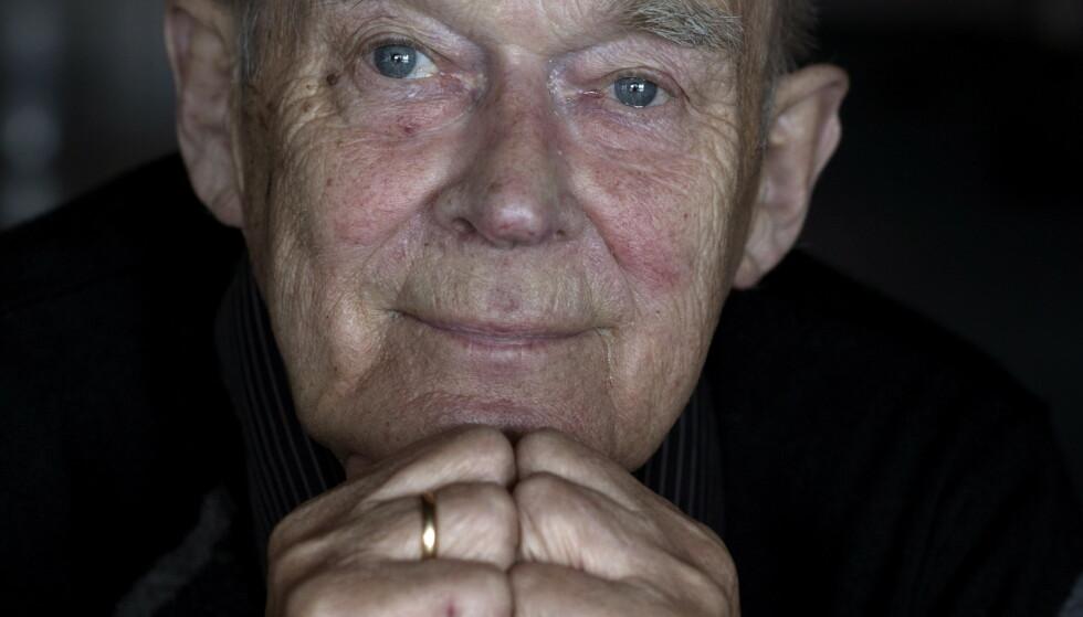 OLUF: Arthur «Oluf» Arntzen fyller 84 år i dag - og er i høyeste grad levende, selv om han er litt aldersdement. Foto: Anita Arntzen