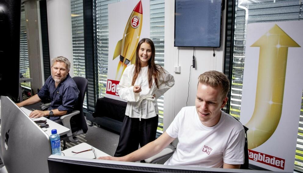 STORFORNØYD: Leservekst fører til brede glis på Dagbladets nyhetsdesk. Her vaktsjef Thomas Sæbø (f.v.), redaksjonssjef Hege Varsi og journalist Jesper Nordahl Finsveen. Foto: Nina Hansen / DAGBLADET