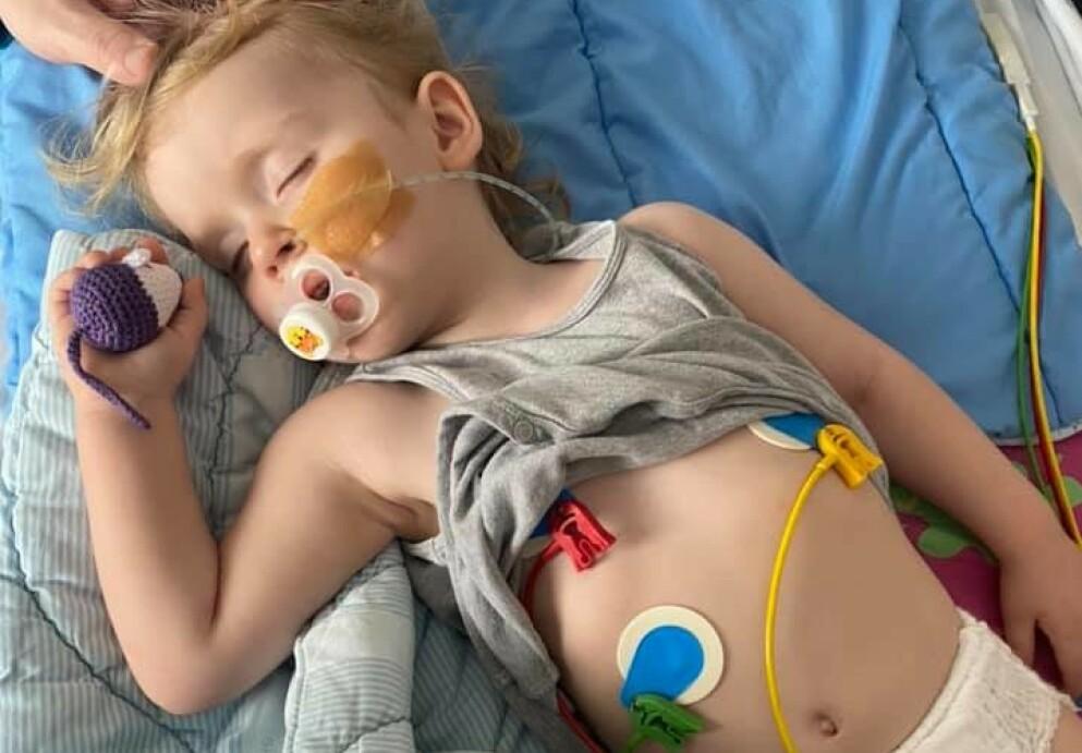 ALVORLIG SYK: Emma (2) ble alvorlig syk etter å ha blitt smittet av rotavirus. Bildet er brukt med tillatelse fra hennes foreldre. Foto: Privat