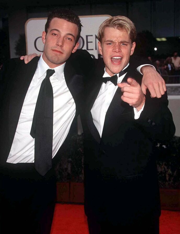 GODE VENNER: Ben Affleck og Matt Damon har kjent hverandre siden de var i ungdomsåra. Her er kompisene avbildet i 1998. Foto: Dave Lewis / REX / NTB