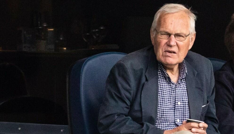 NRK-LEGENDE: Arne Scheie kommenterte hopp i mange år. Foto: NTB