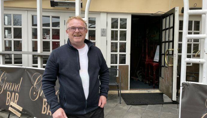 COMEBACK: Per Sandberg har nettopp vært i Oslo og hentet utemøbler til puben i Halden. Nå er han klar for å åpne igjen. Men til høsten håper han å bli politiker på Stortinget igjen - for Liberalistene. Foto: Jørgen Gilbrant / Dagbladet