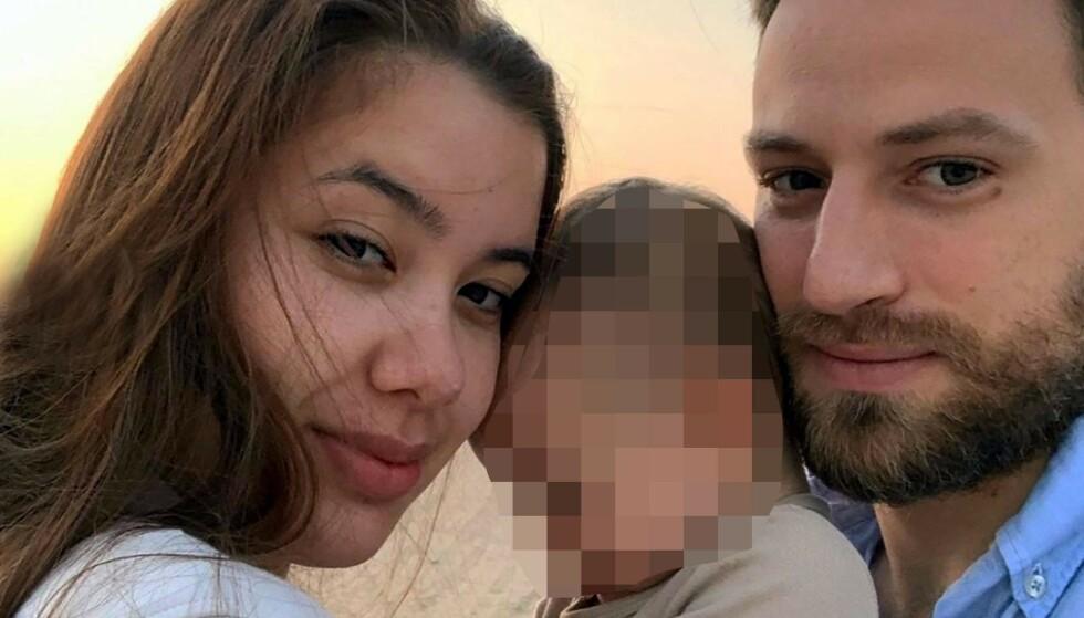 DØDE: Caroline Crouch ble brutalt drept i sitt hjem i Athen. Her sammen med sin mann Babis Anagnostopoulos og deres barn. Foto: Rex / Shutterstock / NTB