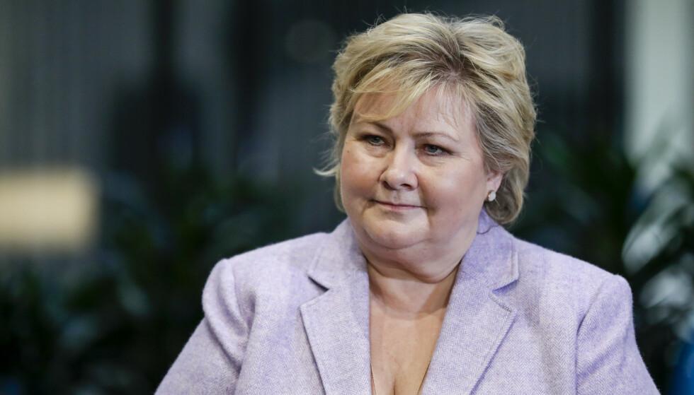 REFSES: Statsminister Erna Solberg får kritikk for regjeringens bruk av kryptert kommunikasjon. Foto: Berit Roald / NTB