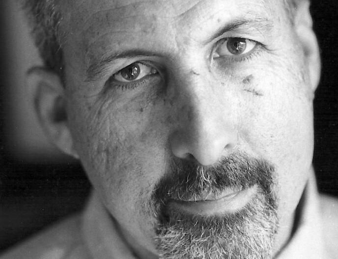 FRUSTRERT: Haaretz-kommentator Bradley Burston, opprinnelig fra Los Angeles, flyttet til Israel i 1976 og har vært med og startet en kibbutz, jobbet som medisinsk personale i Den israelske hæren, før han gikk inn i journalistikken. Han dekket de første palestinske intifadaene som Gaza-korrespondent for Jerusalem Post, før han jobbet for Reuters, og nå Haaretz. Foto: Dan Rous