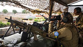 HØY TEMPERATUR: Vaktsoldatene i Camp Bifrost må alltid være fokusert, selv om gradestokken kryper opp mot 40 grader i Mali. Foto: Forvaret.