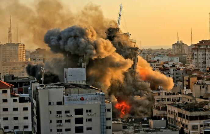 HVOR ER DET TRYGT? Over to millioner palestinere er innesperret i Gaza. De bor i et av verdens høyest befolkede områder, og har ingen steder å flykte. - Jeg tenker hele tida på om det er trygt å være her vi er, eller om vi bør dra et annet sted, sier Yousef Hammash. Foto: AFP / NTB