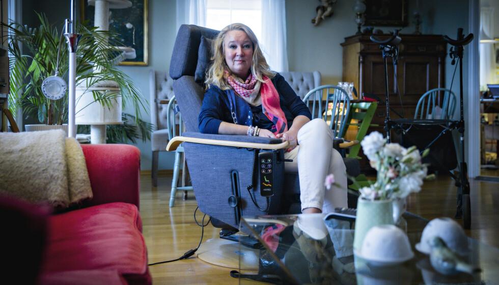 SYK: Cathrine Nordstrand har ALS. Hun fikk det for fem år siden og fungerer fortsatt for egen maskin - grunnen er at hun er blant de ti prosentene som har den treige versjonen av sykdommen. Foto: Bjørn Langsem / Dagbladet