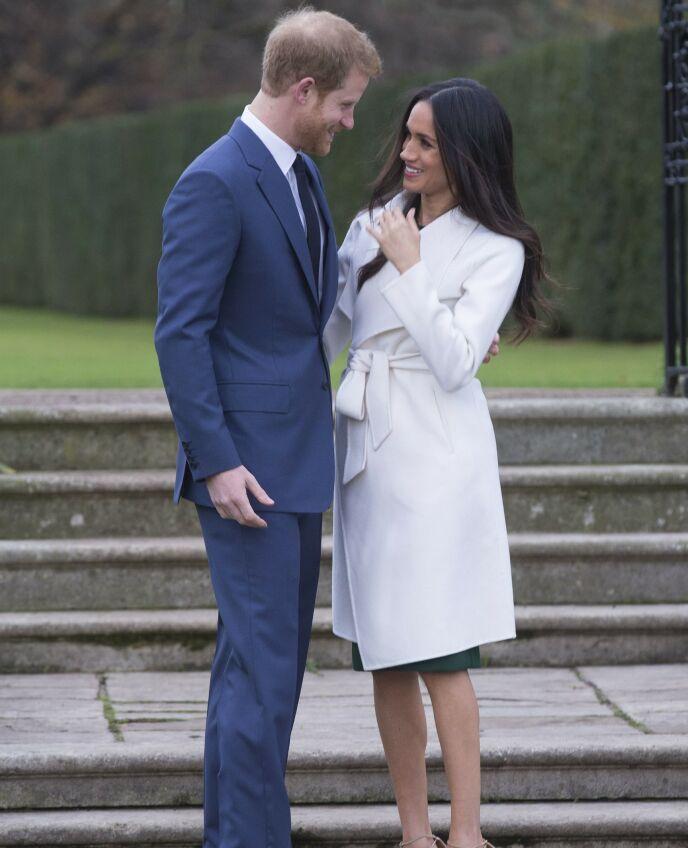 TURTELDUER: Prins Harry og hertuginne Meghan har vært et par siden 2016. Her er paret avbildet i 2017, i forbindelse med at de kunngjorde forlovelsen. Foto: REX / Shutterstock / NTB