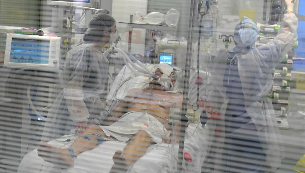 SYKEHUS I KNESTÅENDE: I mange land manglet både utstyr og kapasitet til å takle strømmen av coronapasienter. Her fra et sykehus i Marseille i Frankrike. Foto: Nicolas Tucat / AFP / NTB