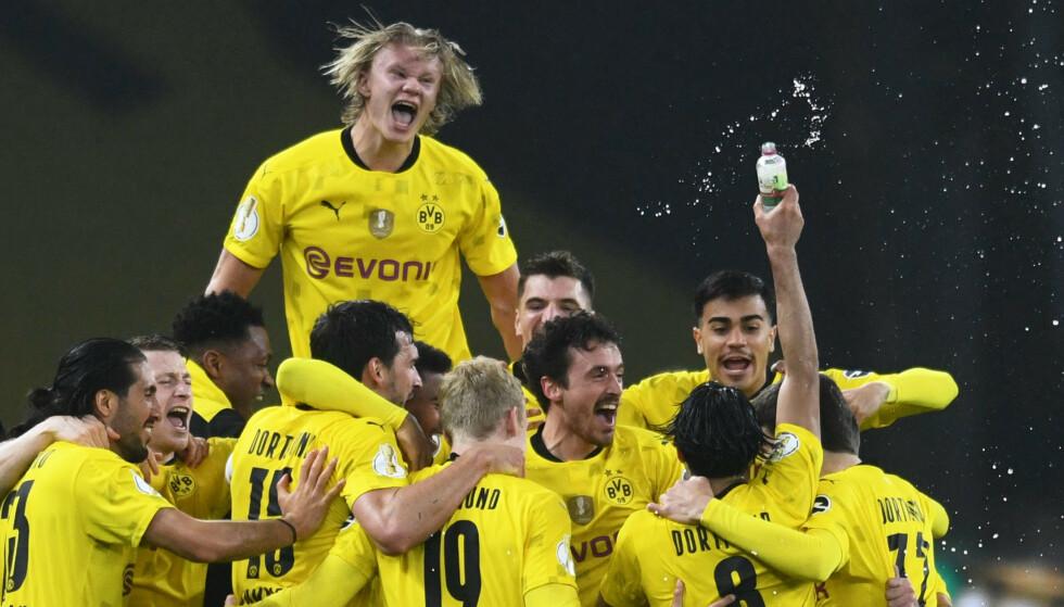 VILL FEIRING: Dortmund-spillerne feiret etter kampslutt. Foto: NTB