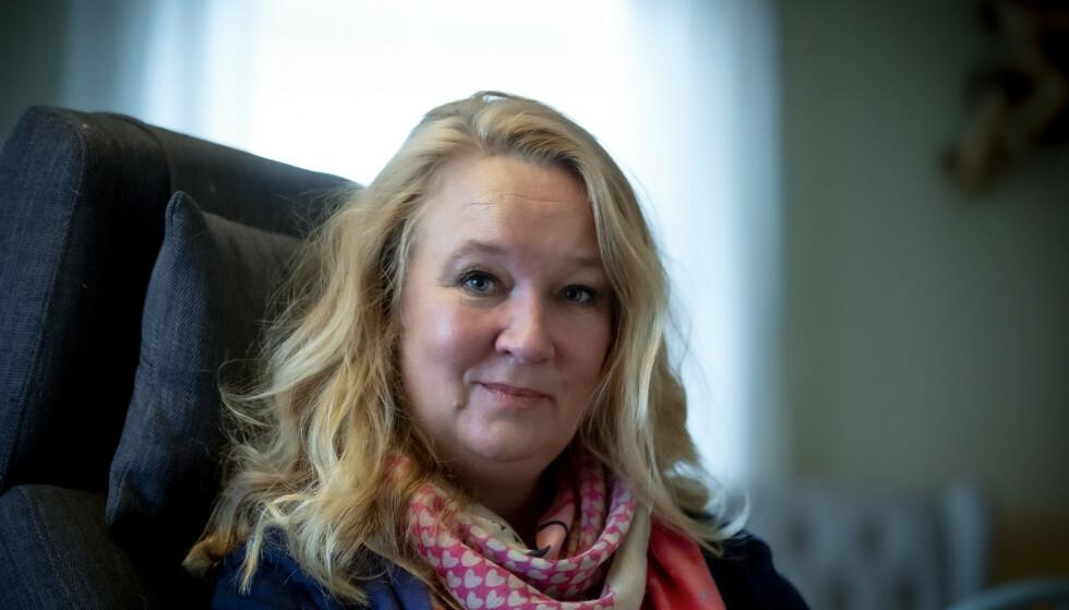 ENGASJERT: Cathrine Nordstrand har ALS. Hun fikk det for cirika seks år siden og fungerer fortsatt for egen maskin - grunnen er at hun er blant de ti prosentene som har den treige versjonen av sykdommen. Foto: Bjørn Langsem / Dagbladet