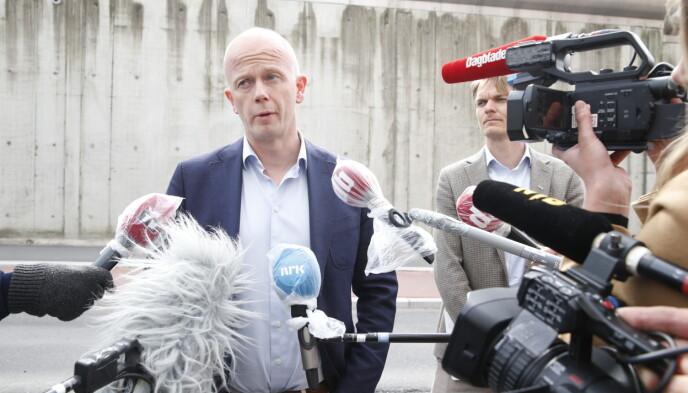 DUSØR: Forsvarer Svein Holden og Tom Hagen har utlovet en dusør på ti millioner kroner. Foto: Henning Lillegård / Dagbladet