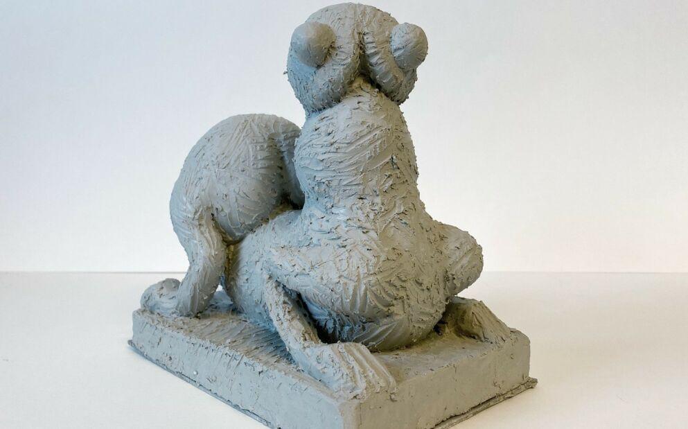 SVÆR: - Det kan både være en penis og pupper og rumpe, sier kunsteren. Skulpturen skal bygges i eik og bli 5,5 meter høy. Foto: Sebastian Makonnen Kjølaas