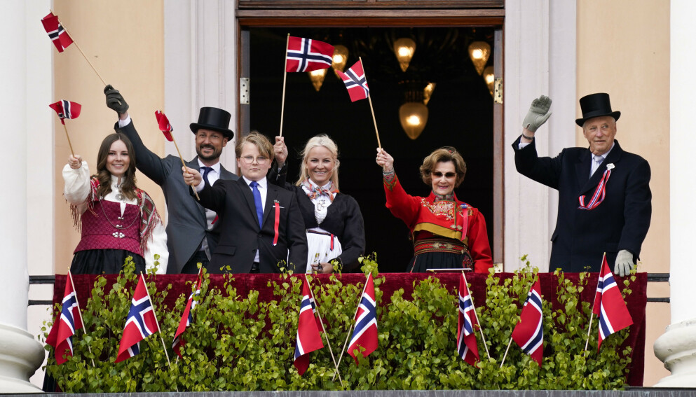 I DRESS: Kongefamilien har flere bunader enn de fleste bare kan drømme om. Kong Harald går imidlertid aldri i den norske nasjonaldrakten. Foto: Lise Åserud / NTB