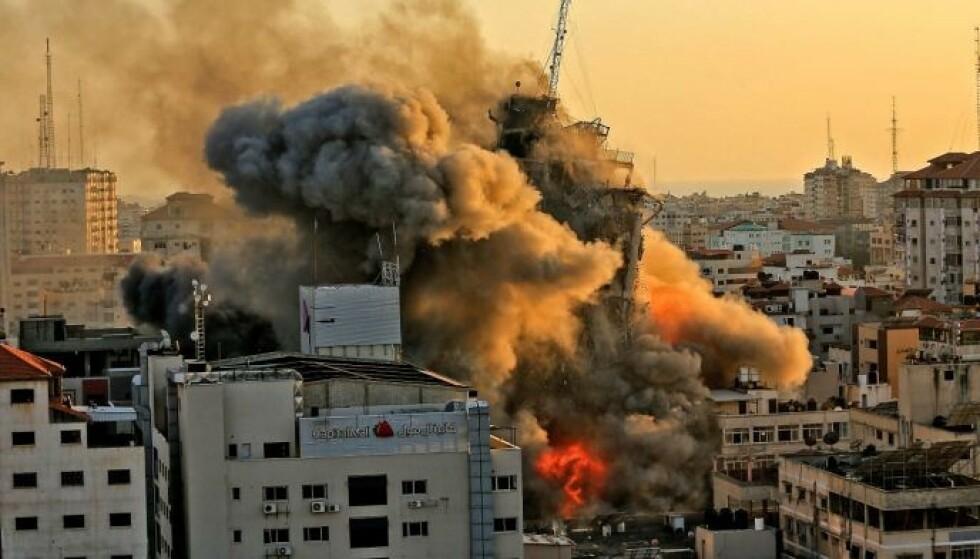 HARDE ANGREP: Over to millioner palestinere er innesperret i Gaza. De bor i et av verdens høyest befolkede områder, og har ingen steder å flykte. Foto: AFP / NTB