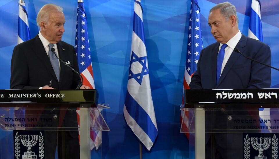 ALLIERTE: Daværende visepresident i USA, Joe Biden, og Israels statsminister Benjamin Netanyahu avbildet under en felles pressekonferanse i Jerusalem i 2016. Foto: Debbie Hill / Reuters / NTB