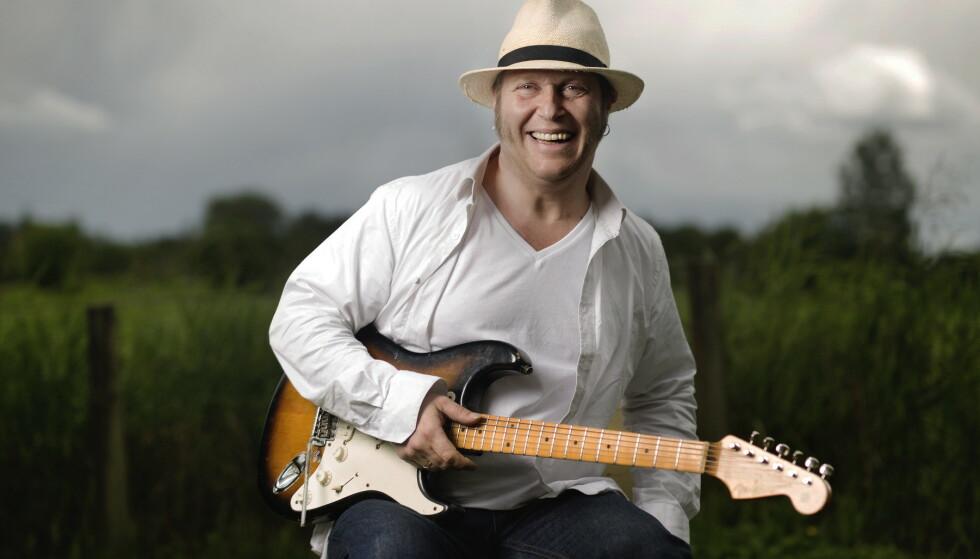 FJELDSTØTT: Vidar Busk har fått mye hjelp til sine gitarere av Øivin Fjeld. Magasinet Foto: Agnete Brun