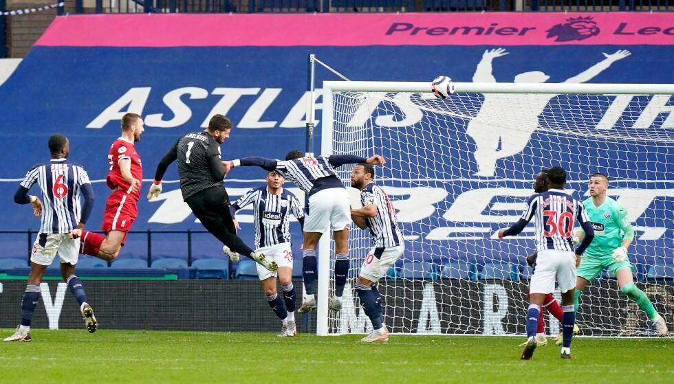 UTROLIG: Alisson Becker stanget inn 2-1 på overtid. Foto: Tim Keeton/AFP