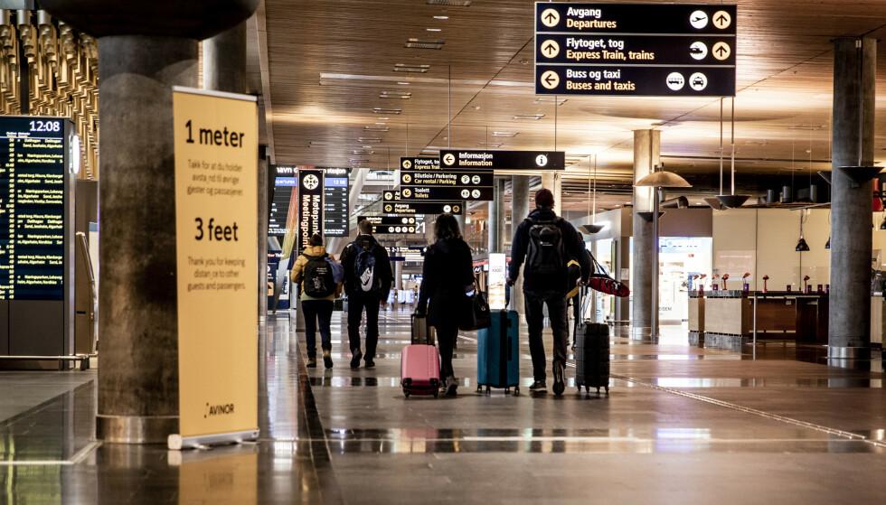 FULL STOPP: Etter å ha pendlet mellom Oslo og Paris i flere måneder var det fredag bom stopp for Florent da han ankom Gardermoen. Foto: Christian Roth Christensen / Dagbladet