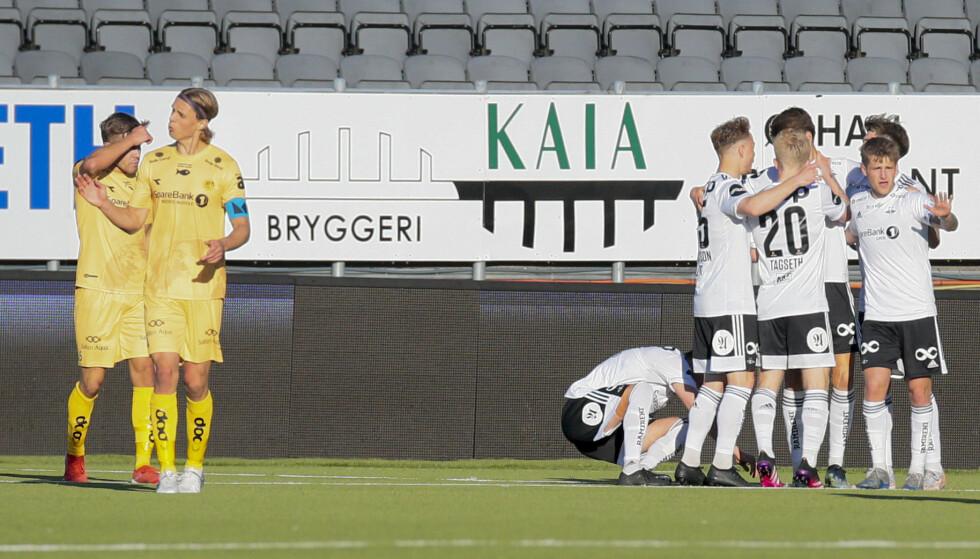 FERIER: Rosenborg feirer etter Rasmus Wiedesheim-Paul utligner 2-2 under eliteseriekampen i fotball mellom Bodø/Glimt og Rosenborg på Aspmyra stadion. Foto: Mats Torbergsen / NTB