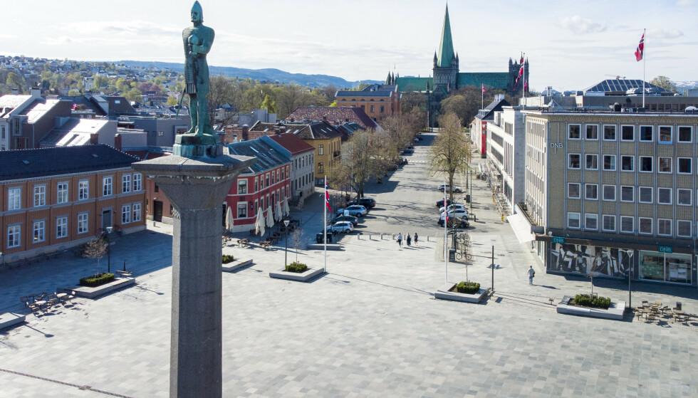 BLUSSET OPP: De siste tre dagene er det registrert 33 positive coronatester i Trondheim. I samme periode er det totalt blitt avlagt 121 prøver. Foto: Gom Kallestad / NTB