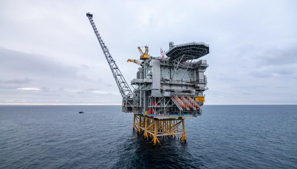 STOPP I UTBYGGINGER: Det internasjonale energibyrået (IEA) mener det ikke er plass til flere utbygginger etter 2021, dersom verden skal nå 1,5-gradersmålet. Her en installasjon på Martin Linge-feltet i Nordsjøen. Foto: Jan Arne Wold / Equinor / NTB