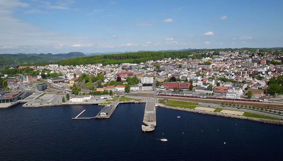 OVER 60: En smitteklynge i Larvik som begynte med én utenlandsreise, teller nå over 60 positive coronatilfeller. Foto: Wikimedia Commons