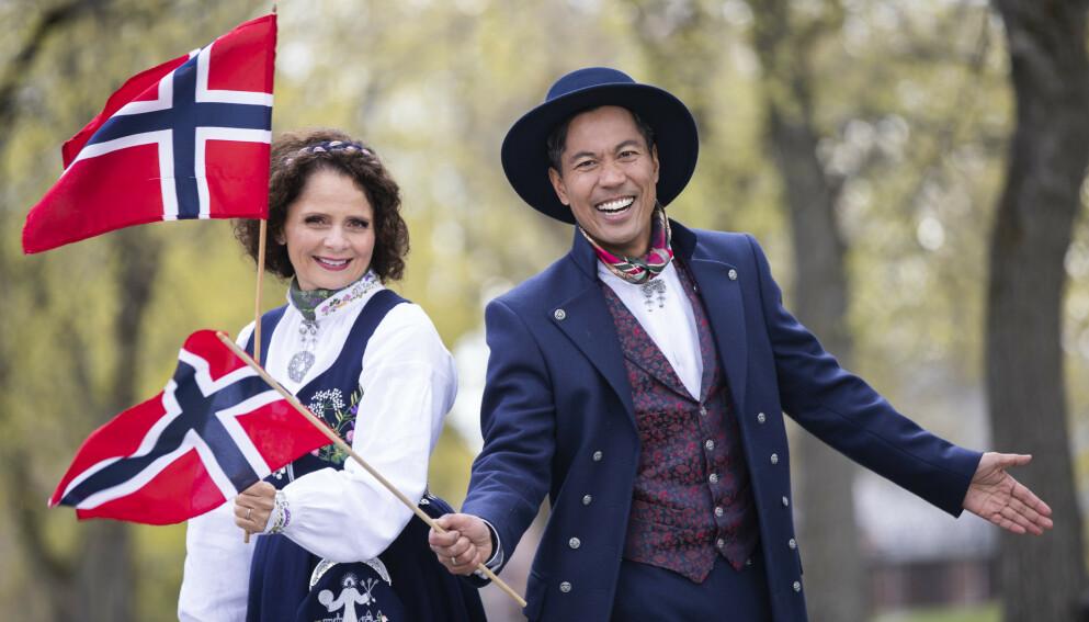 HURRA - MED BISMAK: Færre fulgte NRKs og programlederne Nadia Hasnaouis og Christian Strands 17. mai-sending i år. Foto: Berit Roald / NTB