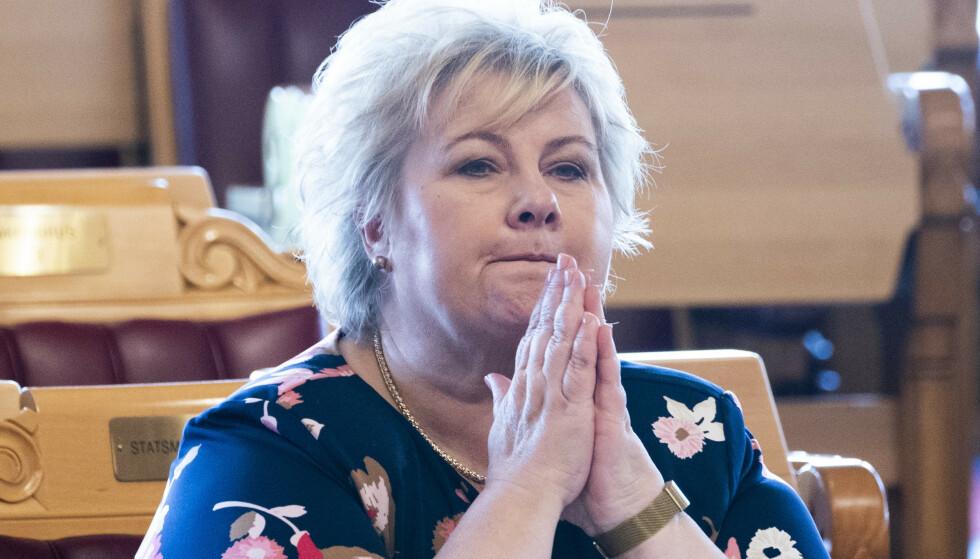 BUDSJETTAVTALE: I budsjettavtalen fra i fjor ble regjeringspartiene og Frp enige om at en rekke yrkesgrupper skulle kunne bli autorisert helsepersonell. Her statsminister Erna Solberg (H). Foto: Terje Pedersen / NTB