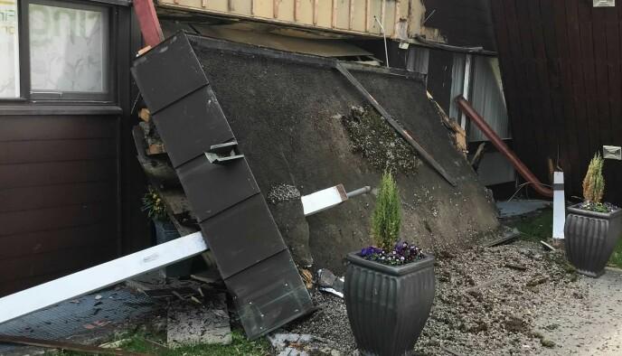 GLASS KNUST: I sammenstøtet knuste også et vindu. Foto: Privat