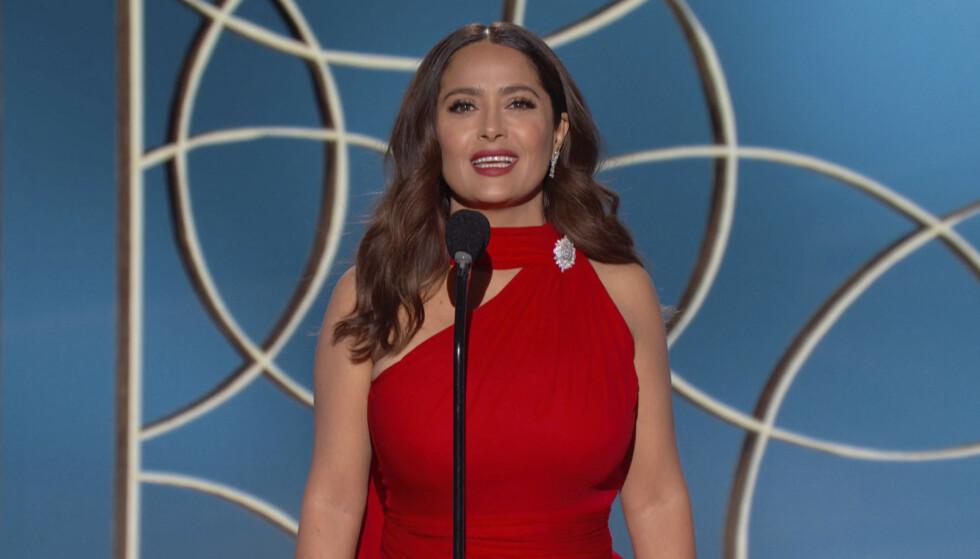 PÅ BEINA IGJEN: Skuespilleren Salma Hayek var dødssyk med corona. Her er hun fotografert under Golden Globe-utdelingen i februar i år. Foto: NBC via AP