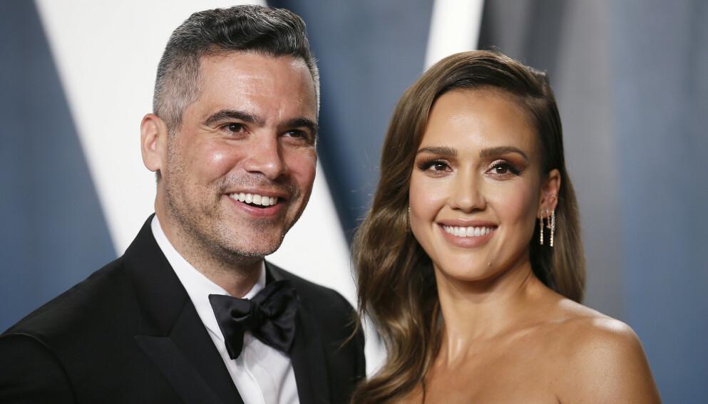 AVSLØRER: Cash Warren og Hollywood-skuespiller Jessica Alba røper hemmelighet fra soverommet. Foto: Danny Moloshok/Reuters/NTB